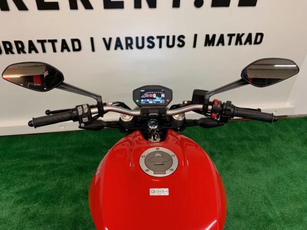 Pilt: Ducati Monster 821 konsool renditsikkel Bikerent