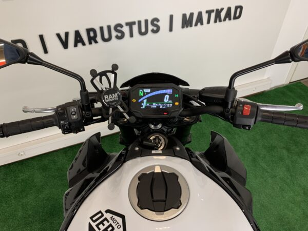 Image: mootorratas Kawasaki Z900 for rent console